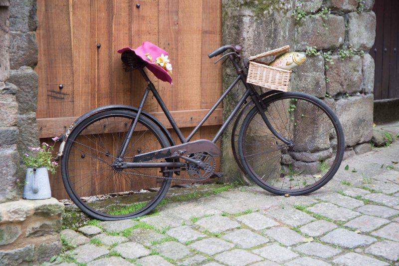 06b bike with hat
